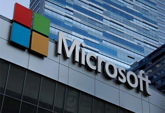 Microsoft's New Supercomputer will Train Large AI Models